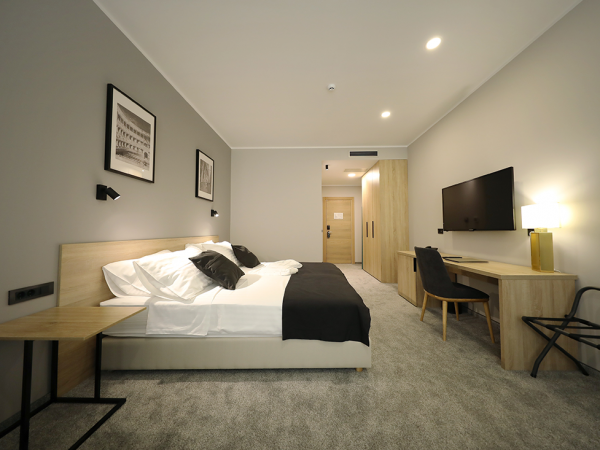 Deluxe-double-or-twin-room